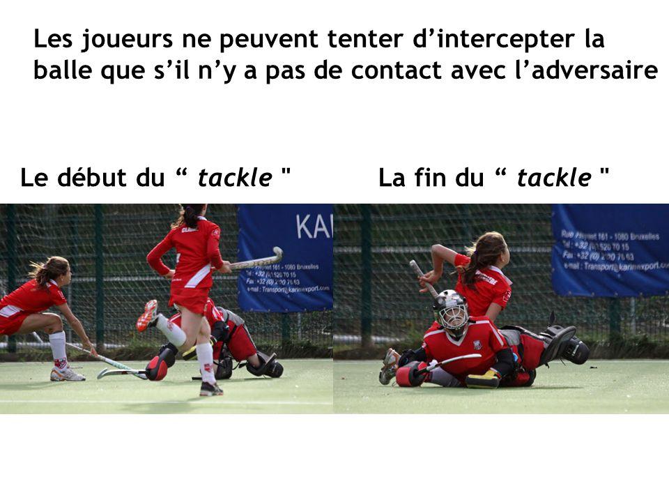 """Les joueurs ne peuvent tenter d'intercepter la balle que s'il n'y a pas de contact avec l'adversaire Le début du """" tackle"""