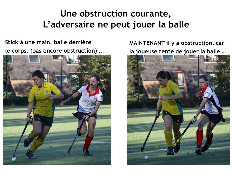 Une obstruction courante, L'adversaire ne peut jouer la balle Stick à une main, balle derrière le corps. (pas encore obstruction)... MAINTENANT il y a