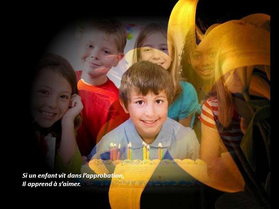 Si un enfant vit dans la loyauté, Il apprend la justice. (En le disant vite ?)