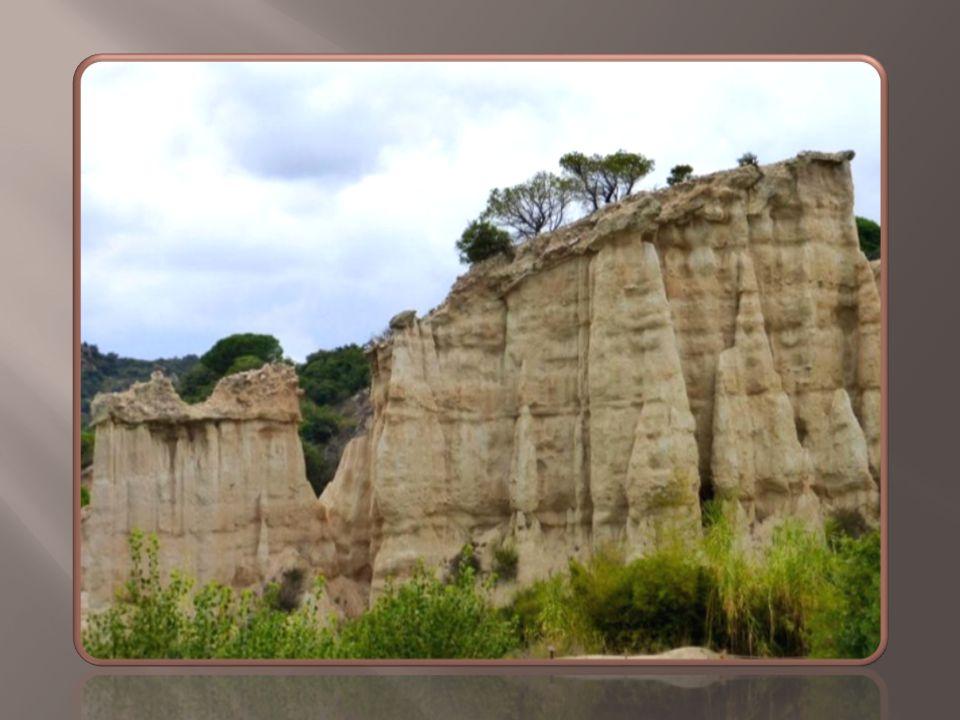 Ce paysage aride, très beau et très fragile, est sans cesse remanié.