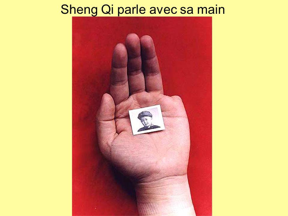 Sheng Qi parle avec sa main