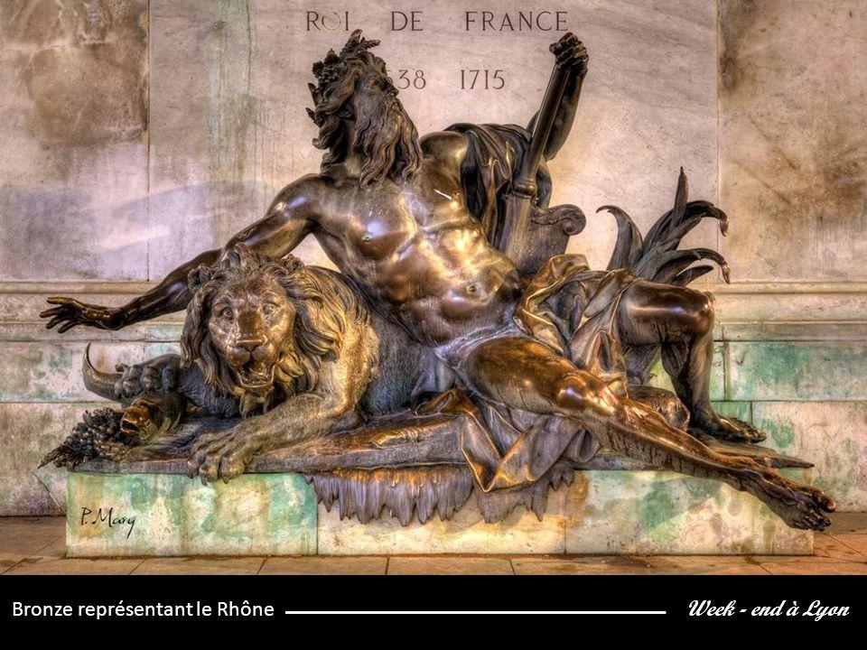 Week - end à Lyon Bronze représentant le Rhône