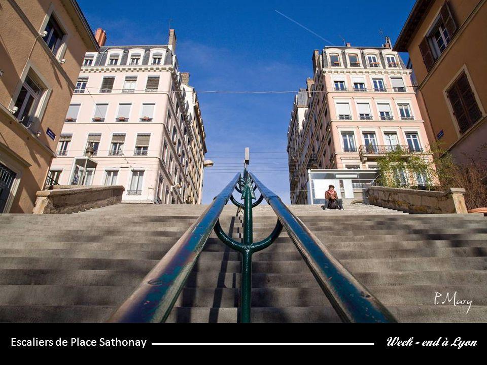 Week - end à Lyon Escaliers de Place Sathonay