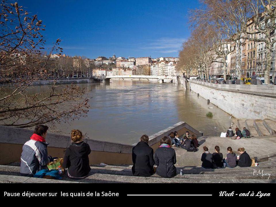 Week - end à Lyon Pause déjeuner sur les quais de la Saône