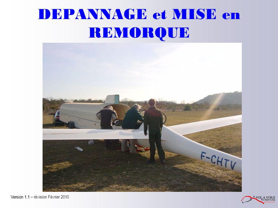 MISE EN REMORQUE Avant de rentrer le fuselage dans la remorque Ajustez les pions d'ailes du berceau si nécessaire Vérifiez la cabine (axes sous le dossier du siège, parachute attaché, batteries démontées…) Verrouillez la verrière et houssez la