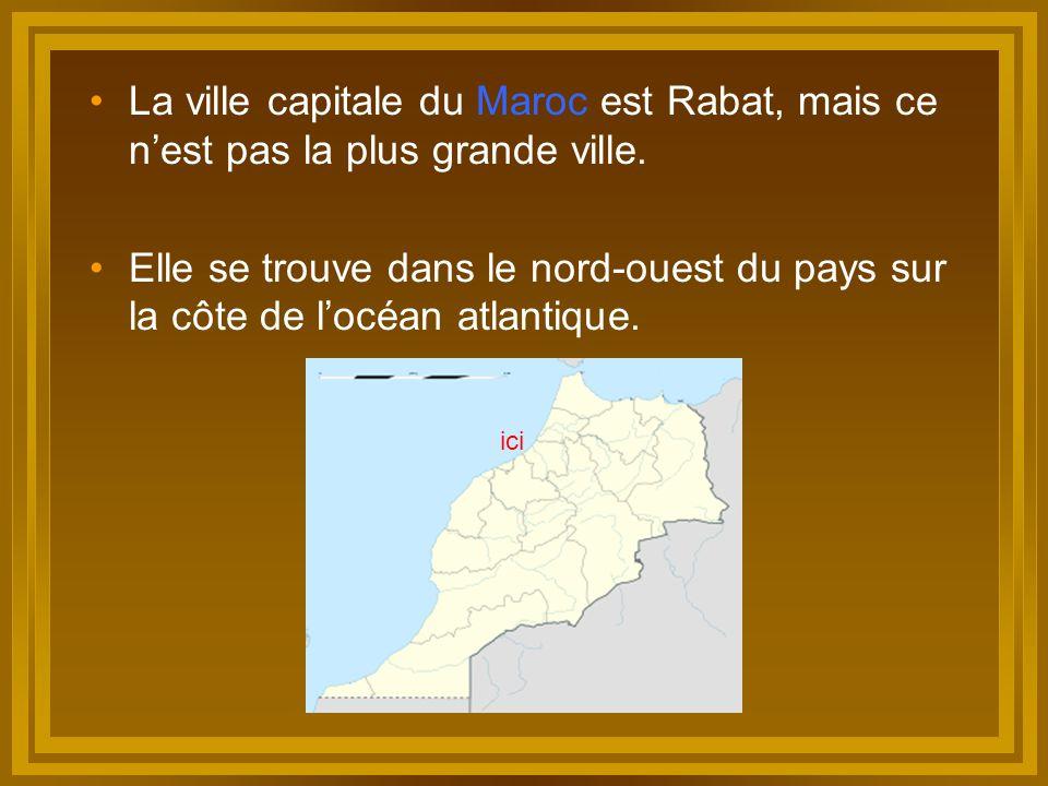 La ville capitale du Maroc est Rabat, mais ce n'est pas la plus grande ville. Elle se trouve dans le nord-ouest du pays sur la côte de l'océan atlanti