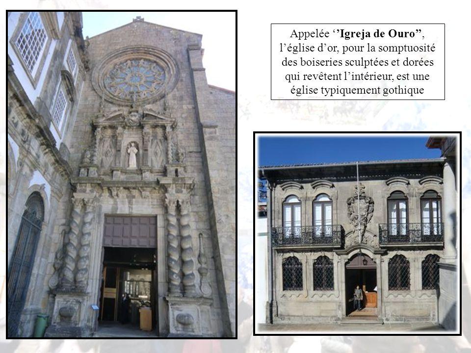 Au rez-de-chaussée se trouve la partie administrative, c'est pourquoi le visiteur n'est autorisé à entrer qu'au Ier étage ; l'ancien Tribunal de Commerce a été conservé tel qu'il était lors de sa mise en place.