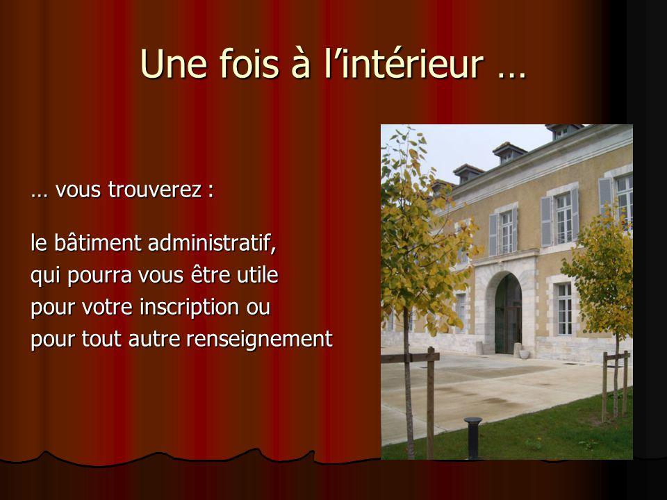 Une fois à l'intérieur … … vous trouverez : le bâtiment administratif, qui pourra vous être utile pour votre inscription ou pour tout autre renseignement