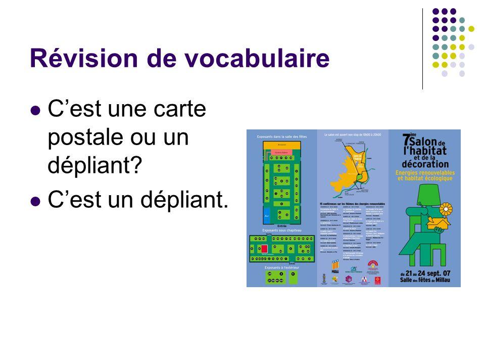 Révision de vocabulaire C'est une carte postale ou un dépliant? C'est un dépliant.
