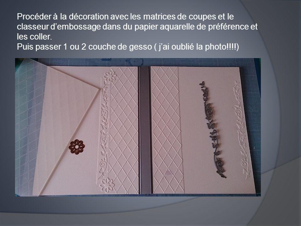 Procéder à la décoration avec les matrices de coupes et le classeur d'embossage dans du papier aquarelle de préférence et les coller. Puis passer 1 ou