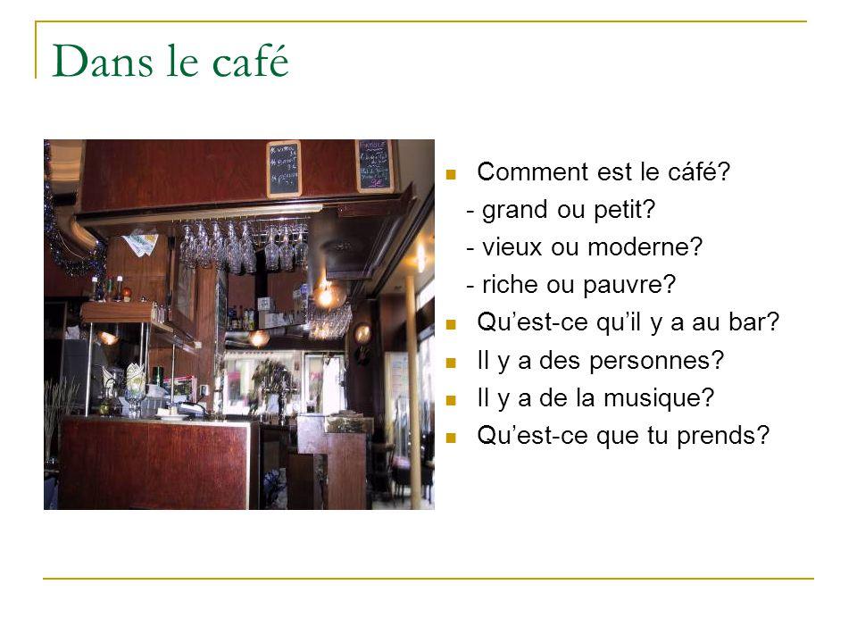 Dans le café Comment est le cáfé. - grand ou petit.