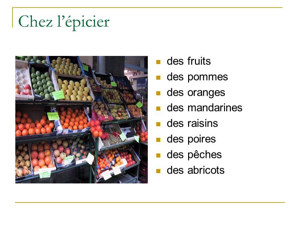 Chez l'épicier des fruits des pommes des oranges des mandarines des raisins des poires des pêches des abricots