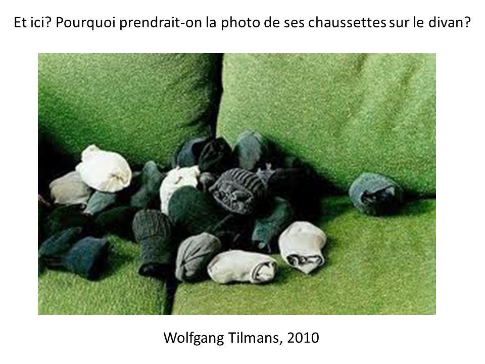 Wolfgang Tilmans, 2010 Et ici Pourquoi prendrait-on la photo de ses chaussettes sur le divan