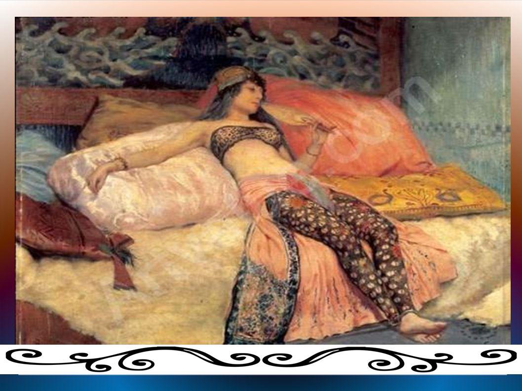 Une femme allongée sur une sorte de canapé.Elle a l air triste.