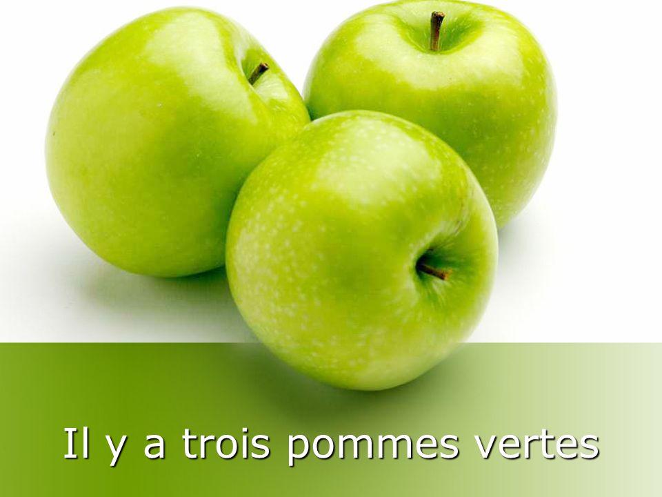 Il y a trois pommes vertes