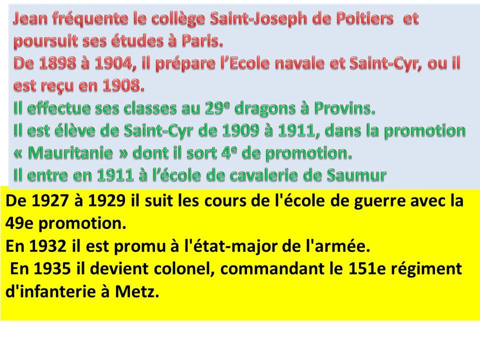 Dans la nef de Saint-Louis des invalides, une plaque ornée d'un médaillon rappelle ses principaux faits de guerre.