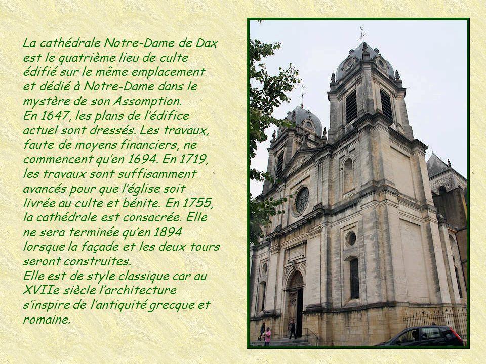 L'hôtel Saint Martin d'Agès et son portail d'entrée datent de 1616. Le cardinal Mazarin et Anne d'Autriche y séjournèrent en 1659-60.