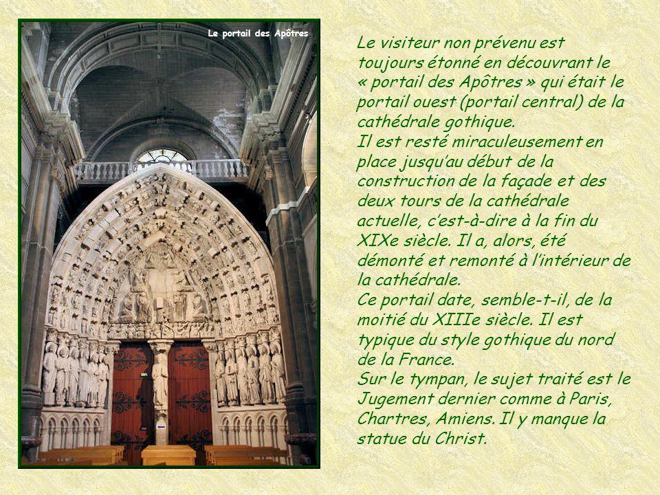 La chapelle de la Vierge, œuvre des frères Mazzetti, est terminée en 1765. L'autel et son encadrement monumental sont de style baroque. Il y a dans ce