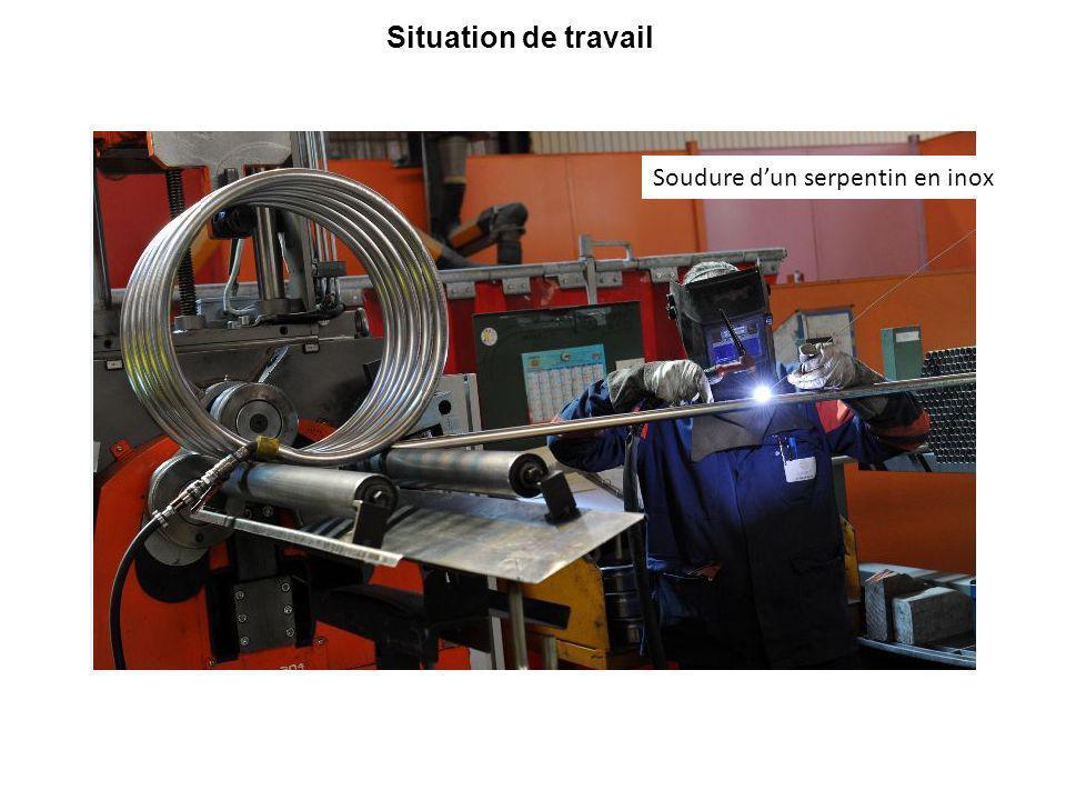 Recueil d'information pour le poste Kévin 24 ans, 1,70 mètre droitier, titulaire d'un bac professionnel technicien en chaudronnerie industrielle, il travaille depuis 4 ans à la fabrication des serpentins.