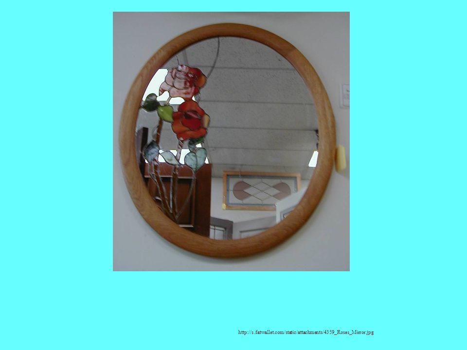 Une glace/le miroir http://s.fatwallet.com/static/attachments/4359_Roses_Mirror.jpg