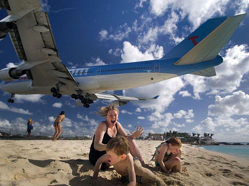 Maho Beach et ses atterrissages d'avions extrêmes, Saint-Martin