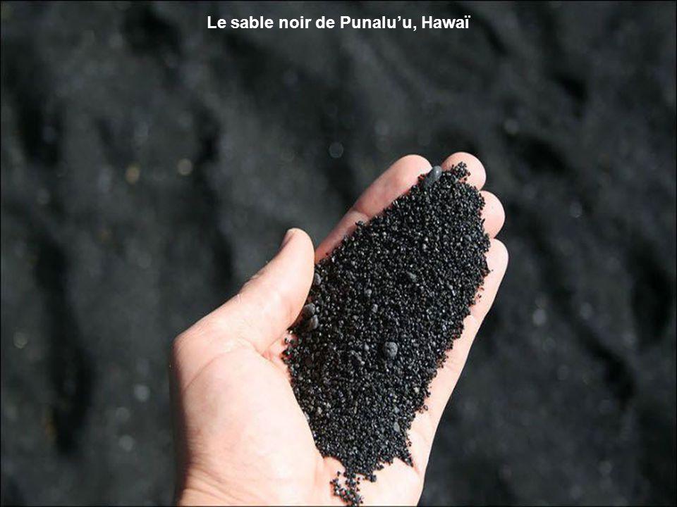 La Chaussée des Géants a été formée il y a 50 ou 60 millions d'années quand la lave basaltique remonta à la surface et refroidit, se craquelant en étr