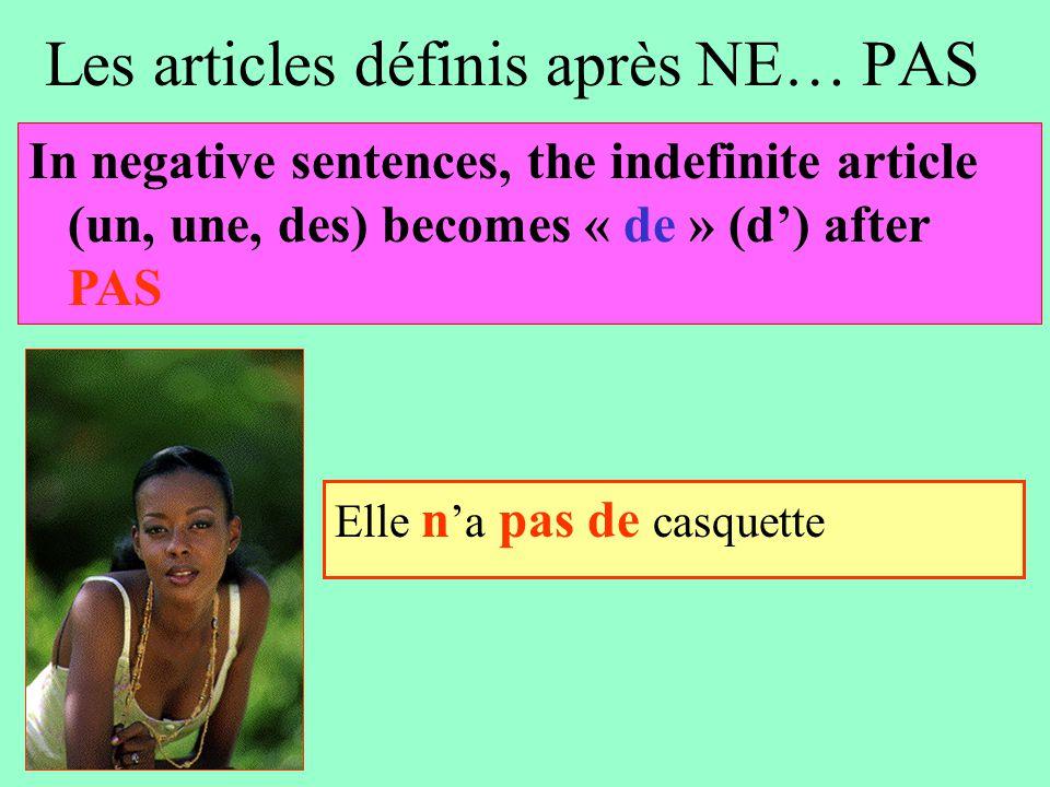Les articles définis après NE… PAS Il n 'y a pas de voitures dans la rue In negative sentences, the indefinite article (un, une, des) becomes « de » (d') after PAS