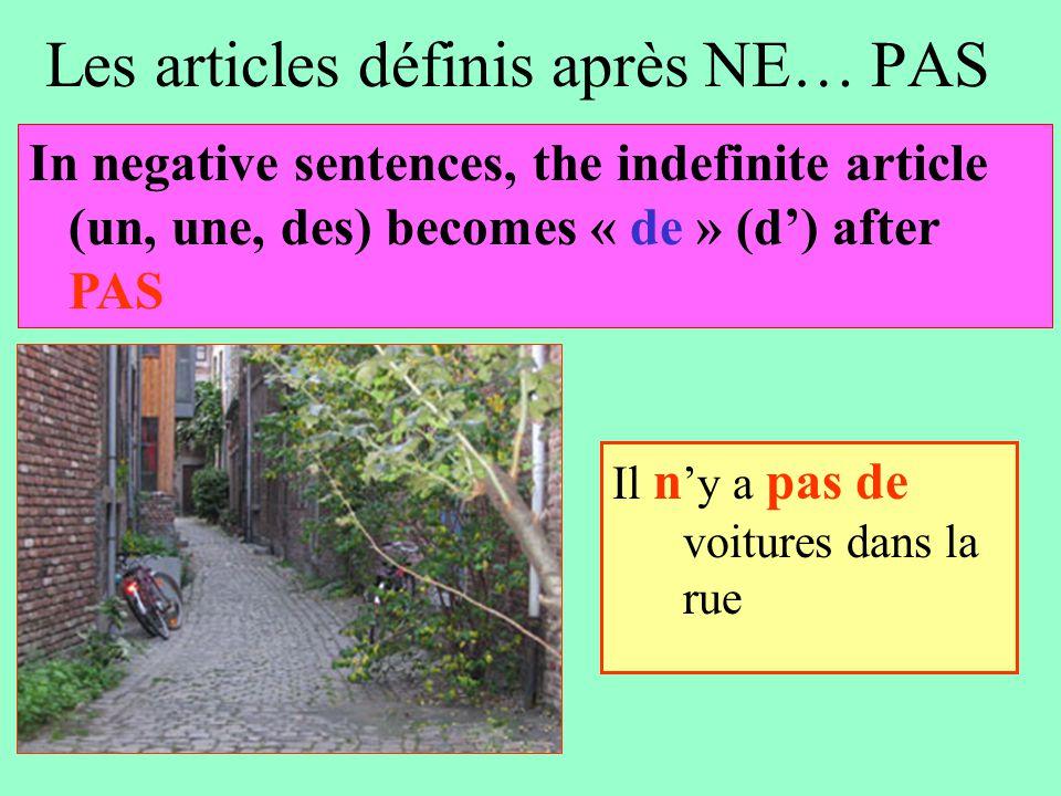 Les articles définis après NE… PAS Il n 'y a pas de voitures dans la rue In negative sentences, the indefinite article (un, une, des) becomes « de » (