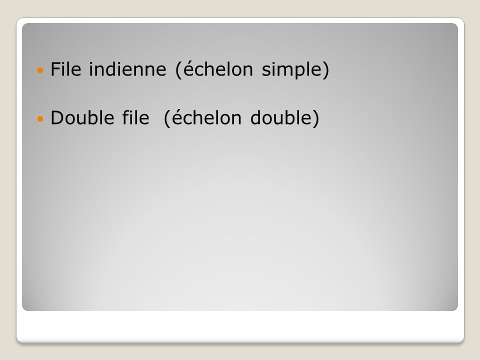 File indienne (échelon simple) Double file (échelon double)