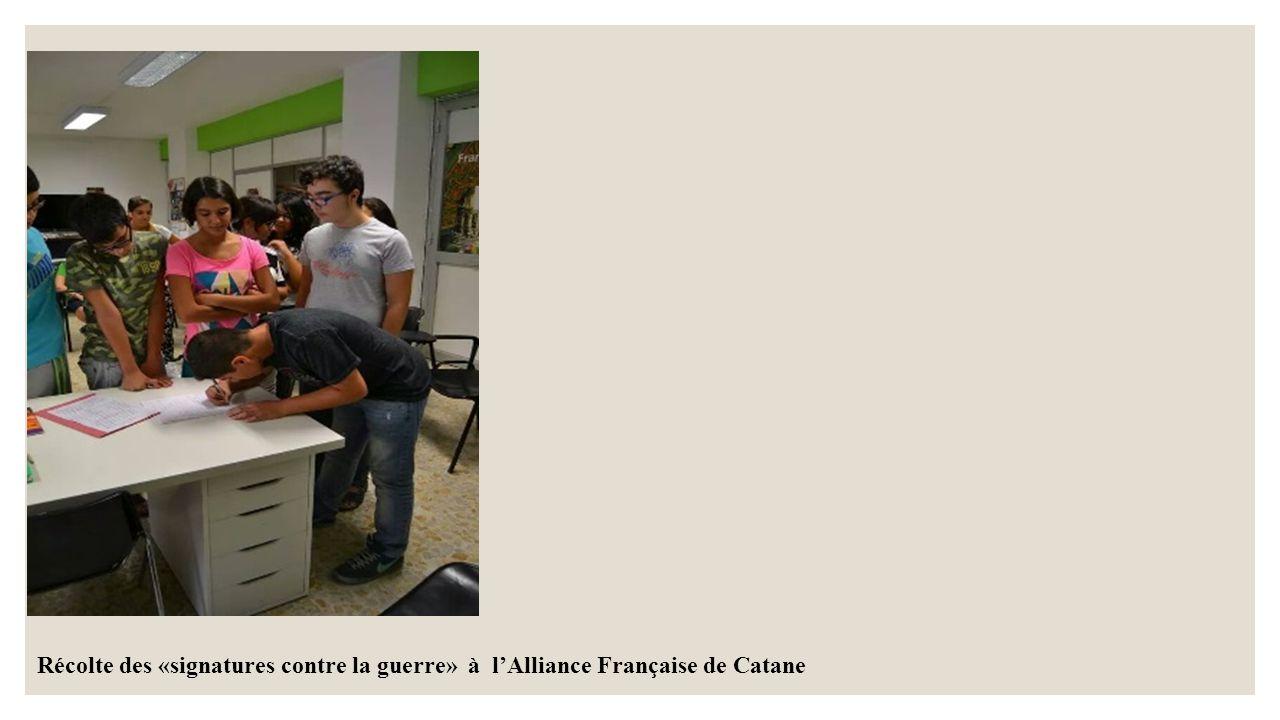 Récolte des «signatures contre la guerre» à l'Alliance Française de Catane