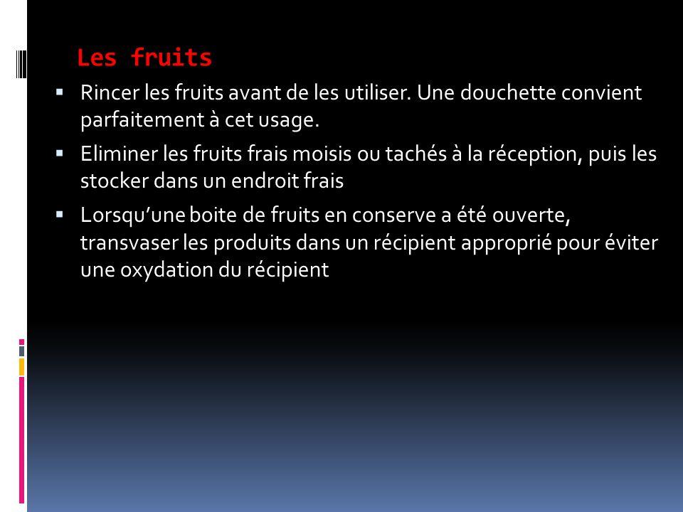Les fruits  Rincer les fruits avant de les utiliser. Une douchette convient parfaitement à cet usage.  Eliminer les fruits frais moisis ou tachés à
