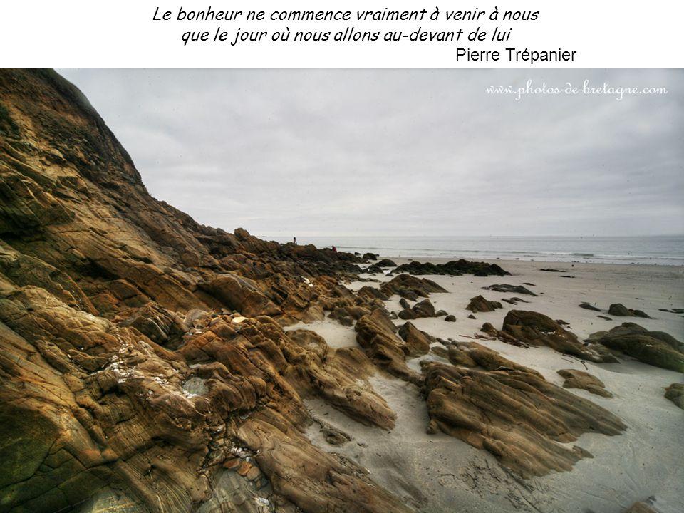 Il n'y a de distance entre nous que les mots qui nous ont séparés, et les sentiments qui peuvent nous réunir Pierre Trépanier