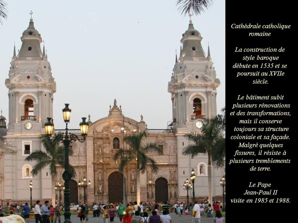 Cathédrale catholique romaine La construction de style baroque débute en 1535 et se poursuit au XVIIe siècle.