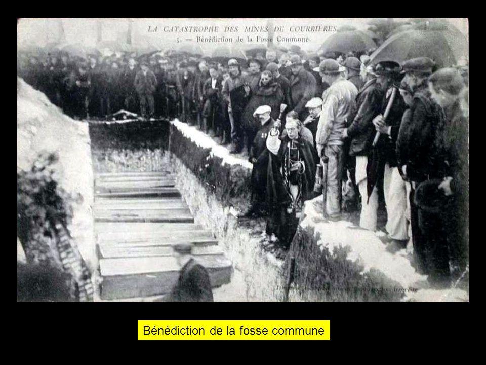 Les obsèques des victimes par temps de neige.