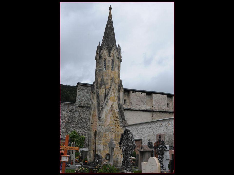 La Tour de Cordonnier est située au cimetière de l'église paroissiale