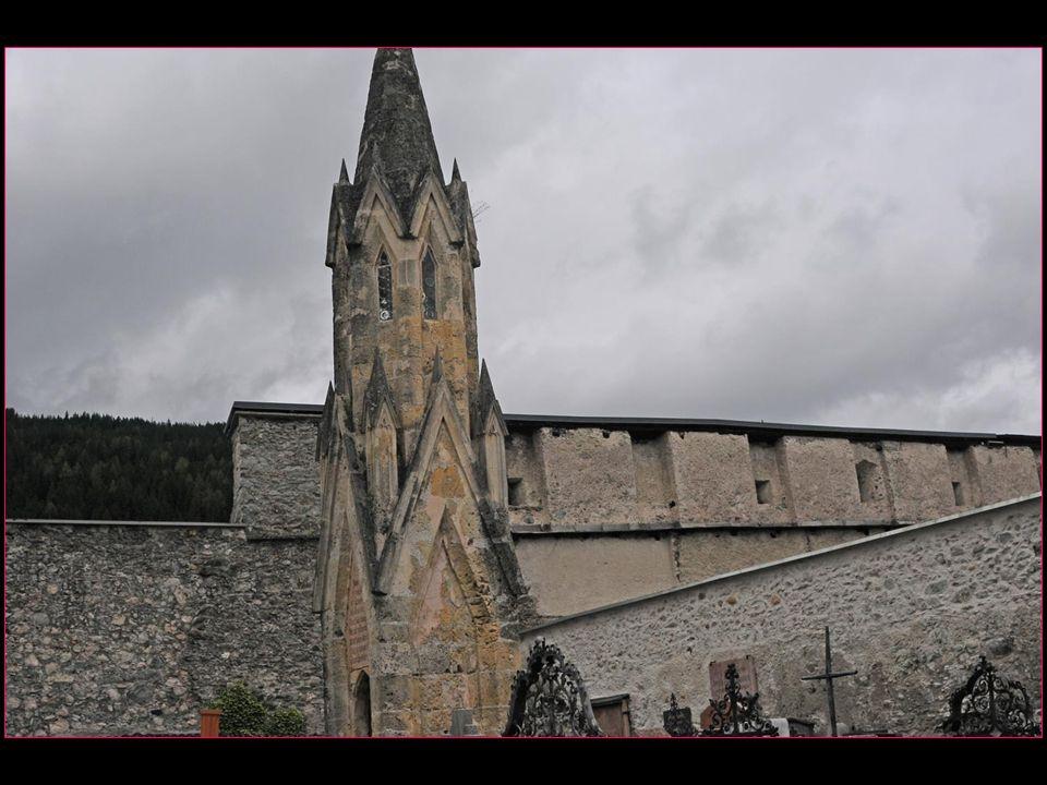 La Tour Cordonnier est de style gothique tardif datant de 1513 et elle a survécu à plusieurs incendies de la ville en 1616, 1855 et 1865