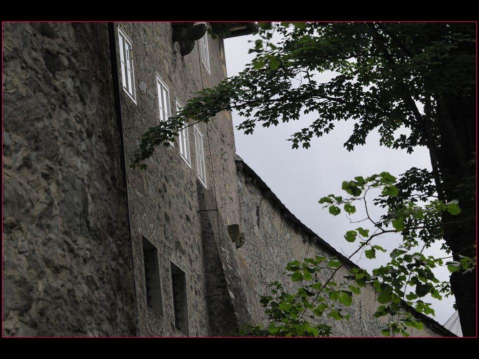 Les murs de la ville sont bien conservés y compris trois tours qui ont été ajoutées après la guerre des paysans allemands de 1524 à 1525