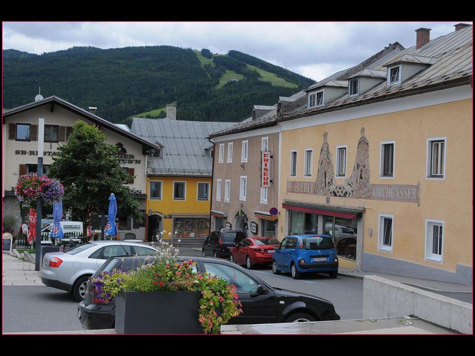petite ville de 5'000 habitants située à 70 km au sud de Salzbourg