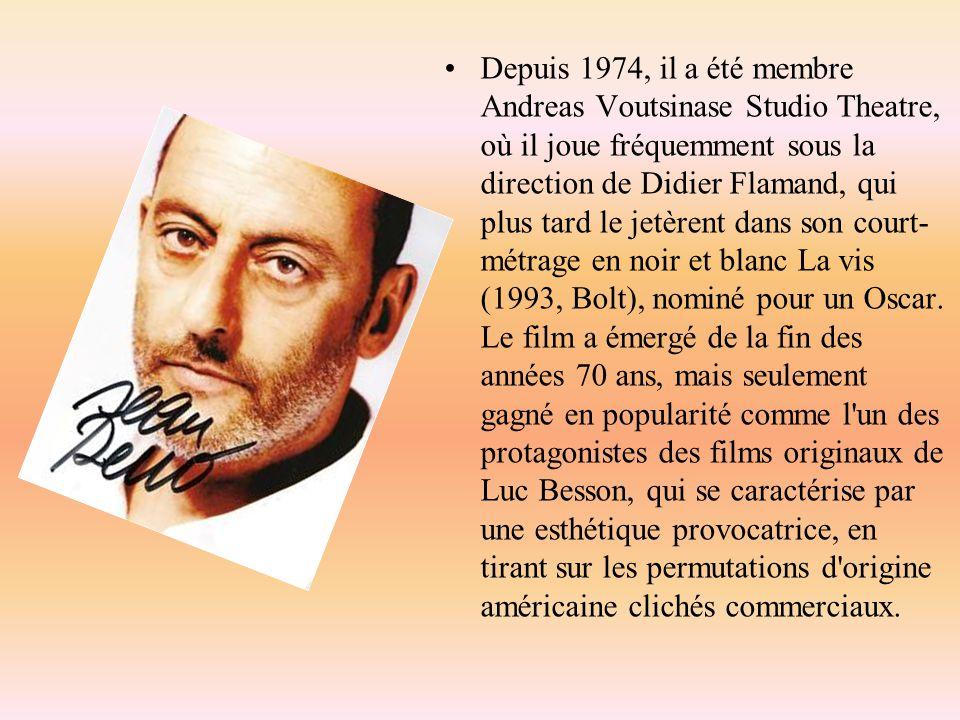 Depuis 1974, il a été membre Andreas Voutsinase Studio Theatre, où il joue fréquemment sous la direction de Didier Flamand, qui plus tard le jetèrent