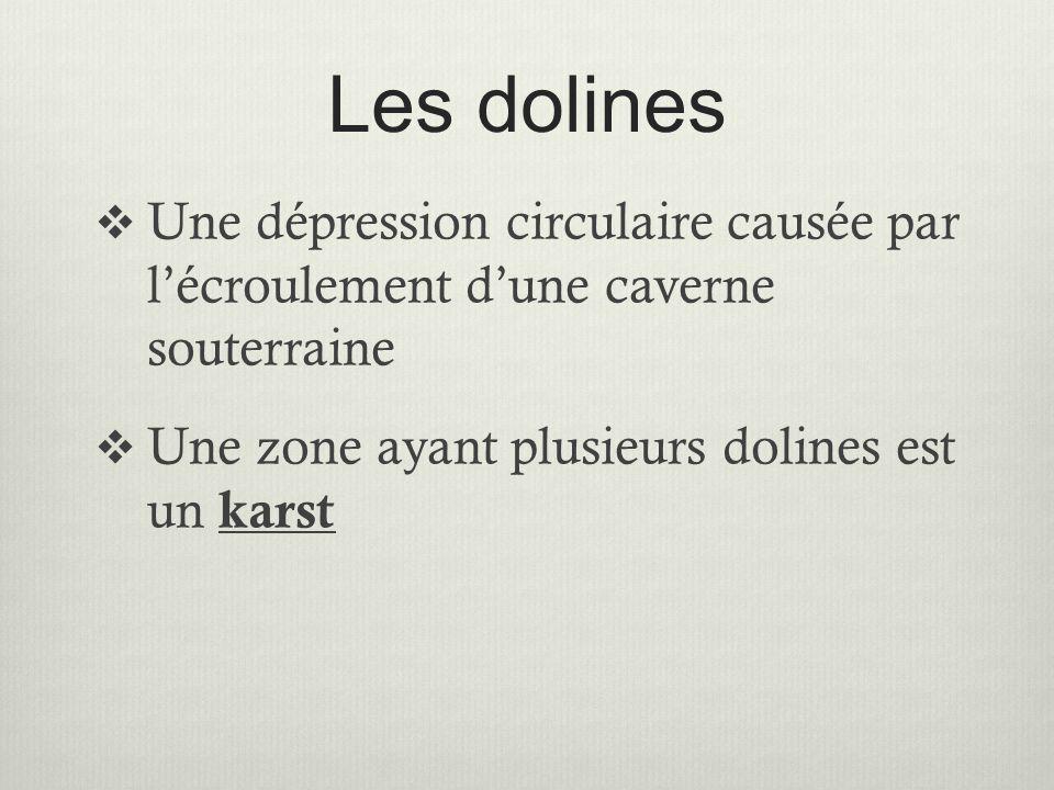 Les dolines  Une dépression circulaire causée par l'écroulement d'une caverne souterraine  Une zone ayant plusieurs dolines est un karst