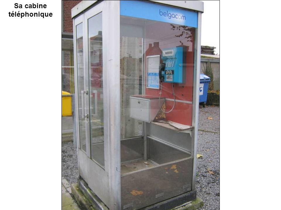 Sa cabine téléphonique
