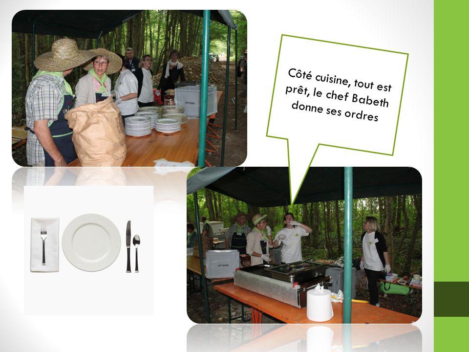 Côté cuisine, tout est prêt, le chef Babeth donne ses ordres