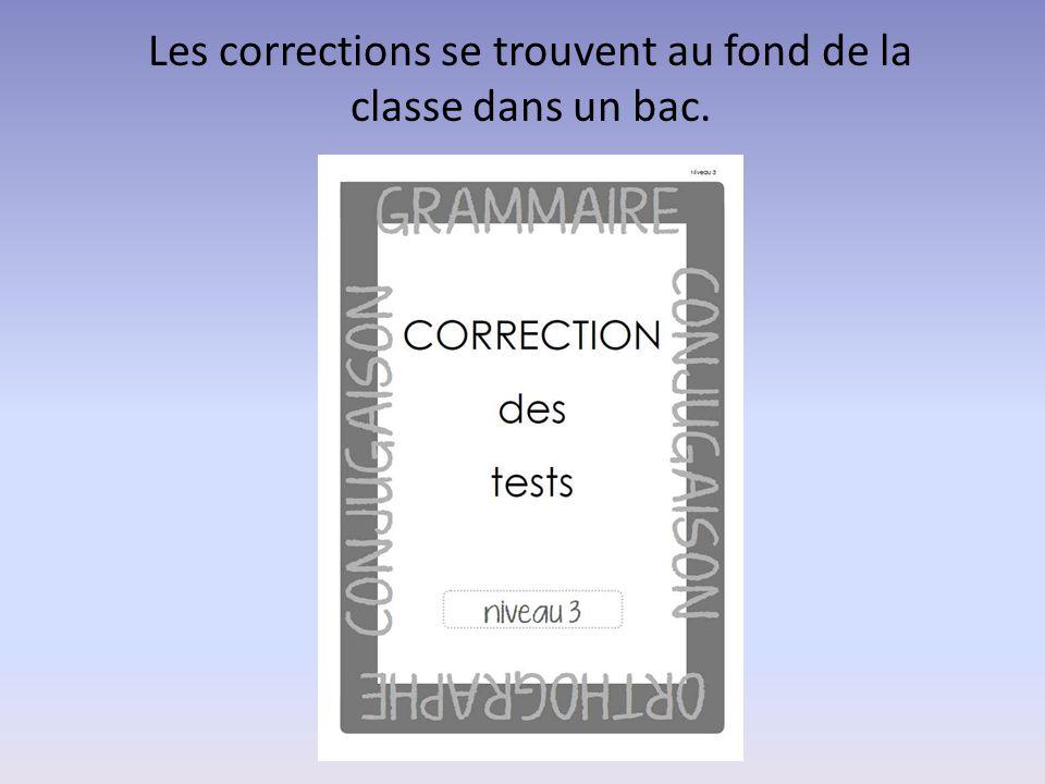 Les corrections se trouvent au fond de la classe dans un bac.