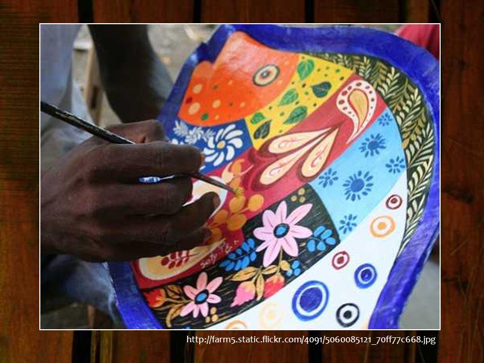 Paradoxalement, ces dernières années, la finesse et la beauté de l'art et de l'artisanat haïtien, venant d'un milieu défavorisé de la société, ont attiré l attention du monde entier et ont créé une grande demande pour leurs produits.