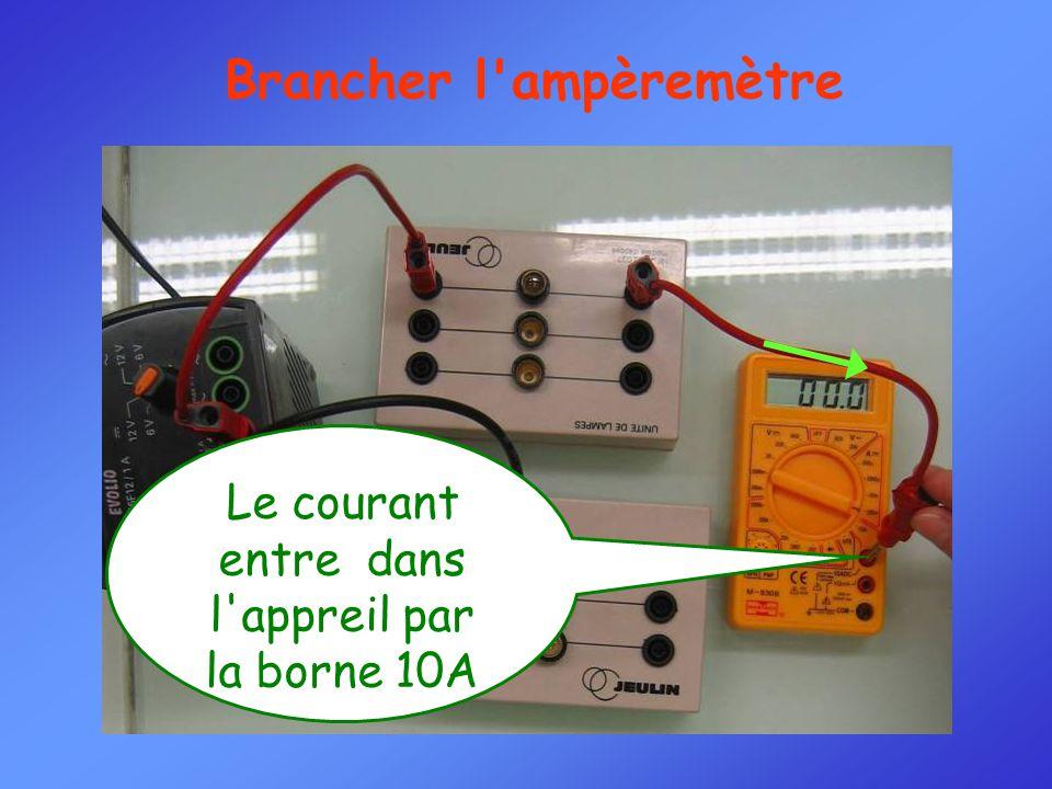 Brancher l ampèremètre Le courant entre dans l appreil par la borne 10A