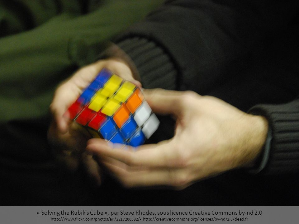 « Solving the Rubik s Cube », par Steve Rhodes, sous licence Creative Commons by-nd 2.0 http://www.flickr.com/photos/ari/2217206582/- http://creativecommons.org/licenses/by-nd/2.0/deed.fr